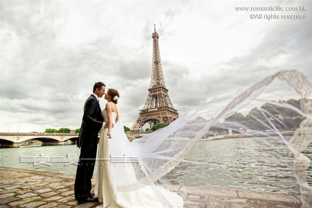 Romantic_Life_Paris (Large)