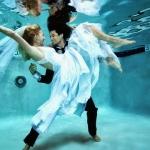 極富創意的水下拍攝婚紗照